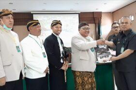 Minta Penundaan Eksekusi Lahan Sriwedari, 31 Legislator Geruduk PN Solo Bawa Tumbak Sewu