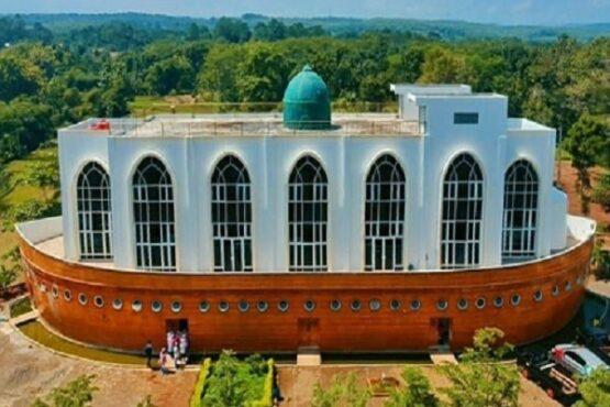 Ini Dia 4 Masjid di Semarang dengan Bangunan Unik