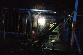 Salah satu rumah yang rusak akibat diterjang angin kencang, Jumat (3/4/2020). (Istimewa-BPBD Madiun)