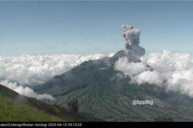 Gunung Merapi terpantau erupsi pada Jumat 10 April 2020 pagi WIB. (Istimewa/Twitter/BPPTKG)