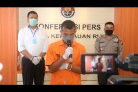 Dittipidsiber Ditreskrimsus Polda Kepulauan Riau menangkap seorang pria berinisial WP, atas dugaan melakukan ujaran kebencian dan penghinaan terhadap Presiden Jokowi. WP dianggap menghina Jokowi melalui media sosial Facebook. (Suara.com)
