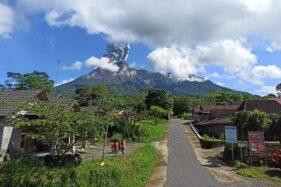 Gunung Merapi kembali erupsi, Jumat (10/4/2020). (Istimewa)