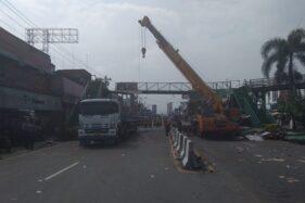 Pebaikan JPO di depan Pasar Kartasura, Sukoharjo, Jumat (3/4/2020) pagi. (Istimewa)