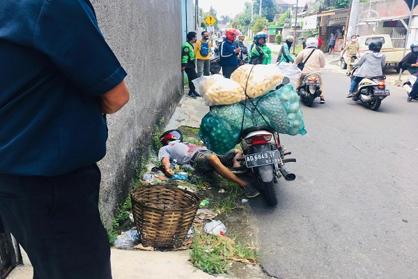 Pria Karanganyar Meninggal Tergeletak di Jalan Jebres Solo Bawa Sekarung Sayuran