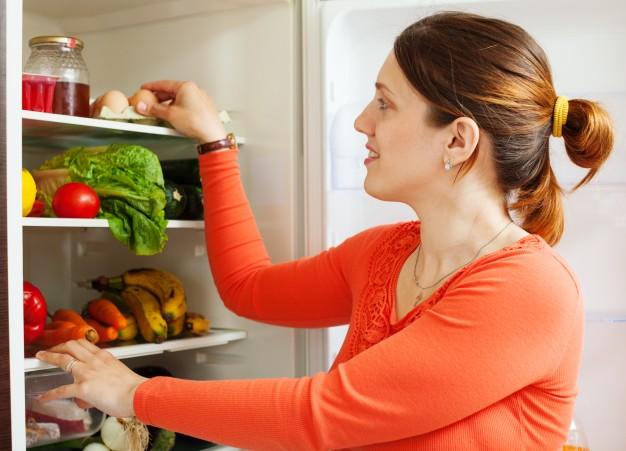 Usir Bau Tidak Sedap di Kulkas dengan Cara Ini