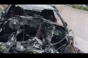 Mobil sport yang Wakil Jaksa Agung Arminsyah setelah kecelakaan yang membuat Arminsyah meninggal dunia, Sabtu (4/4/2020). Arminsyah tewas dalam kecelakaan mobil di KM 13 Cibubur Tol Jagorawi arah Jakarta. [dokumentasi polisi]