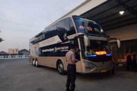 Bus AKAP bersiap berangkat ke Jakarta di Terminal Tipe A Giri Adipura Wonogiri, Kamis (26/3/2020). (Solopos/M. Aris Munandar)