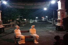 Pocong jaga kampung di Desa Kepuh, Kecamatan Nguter, Sukoharjo. (Istimewa/Anjar Panca)