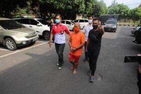 Tersangka kasus pembunuhan yang berlokasi Banyuanyar, Rabu (15/4/2020). (Solopos.com-Nicolous Irawan)