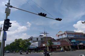 Jalan Depan Pemkab Klaten Dipasangi APILL, Setuju Mboten Lur?