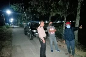 Polisi memeriksa lokasi pembegalan di jalan persawahan Dukuh Bugelgede RT 014, Desa/Kecamatan Plupuh, Sragen, Kamis (14/5/2020). (Istimewa)
