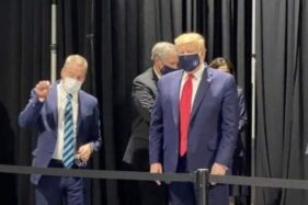 Donald Trump dengan Masker. (Hollywoodlife)