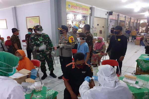 Rapid Test Covid-19 di Pasar dan Swalayan Sukoharjo: 5 Orang Reaktif