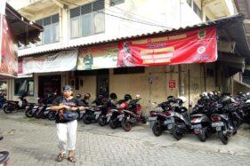 Spanduk pencegahan persebaran Covid-19 terpasang di Pasar Tiga Lantai Klaten, Kamis (28/5/2020). (Solopos/Taufiq SIdik Prakoso)