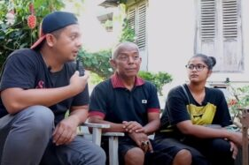 Youtuber Billy Christian bersama penjaga Rumah Pocong Sumi Jogja dan gadis indigo Tasha Siahaan. (Youtube—billychristian)