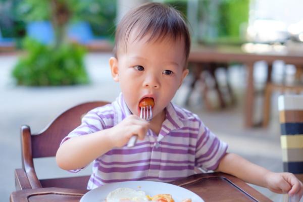 Kematian Akibat Tersedak Makanan Meningkat, Kenali Manuver Heimlich