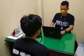 Tersangka IA, 24, menjalani pemeriksaan di Kantor Satreskrim Mapolresta Banyumas, Purwokerto, Kamis (28/5/2020) malam. (Antara-Satreskrim Polresta Banyumas)