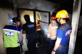 Petugas pemadam kebakaran berada di lokasi kebakaran di bekas pabrik eternit di Bangak, Banyudono, Boyolali, Sabtu (30/5/2020). (Istimewa/Damkar Boyolali)