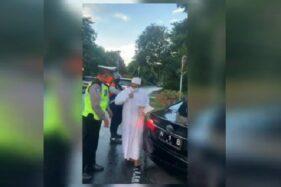 Screenshoot video Habib Umar Assegaf bersitegang dengan petugas. (Instagram)