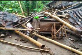 Kondisi rumah warga di Desa Blimbing, Kecamatan Dolopo, Kabupaten Madiun yang roboh akibat diterjang hujan deras disertai angin kencang, Kamis (28/5/2020). (Istimewa-BPBD Madiun)