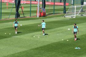 Pemain Liverpool menjalani latihan saat pandemi covid-19. (Twitter/@LFC)