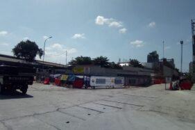 Mobil hilir mudik di proyek pembangunan Flyover Purwosari pada Sabtu (23/5/2020) (Solopos.om/Muhammad Ferri Setiawan).