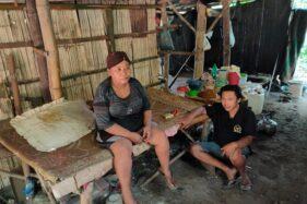 Karni, 60, berada di gubuknya di hutan Alas Kethu, Lingkungan Salak 002/RW 003, Giripurwo, Kecamatan Wonogiri, Kabupaten Wonogiri, Sabtu (30/5/2020). (Solopos/Rudi Hartono)
