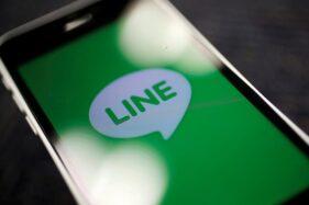 Aplikasi Line pada smartphone. (Reuters)