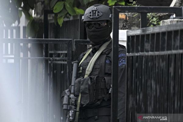 Densus 88 Tangkap Terduga Teroris Anggota JAD di Solo