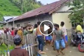Salah satu Kades di Kabupaten Buol, Sulawesi Selatan, dihajar masa, Minggu (24/5/2020). (Istimewa/Facebook)