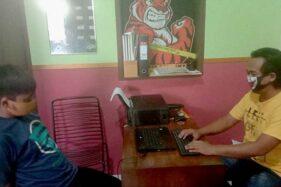 Terduga pelaku pencurian alat pertukangan SR, 27, diperiksa di Kantor Satreskrim Mapolresta Banyumas, Jawa Tengah, Minggu (31/5/2020). (Antara-Satreskrim Polresta Banyumas)