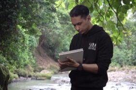 Adik Sara Wijayanto yang bernama Wisnu Hardana menggambar berbekal kemampuan indigonya. (Youtube—Sara Wijayanto)