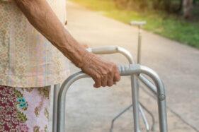 Bisa Dilakukan Keluarga, Ini Tips Perawatan Pasien Stroke di Rumah