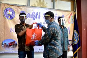 Dies Natalis, Ukrim Jogja Banting Setir dari Pentas Seni Jadi Bagi Sembako