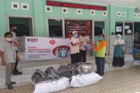 Pemberian bantuan APD dan lainnya dari Paguyuban AHASS di Jateng kepada tenaga kesehatan. (Istimewa)