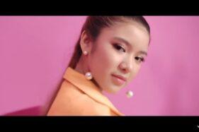 Tiara Andini dalam video klip Gemintang Hatiku. (Youtube)