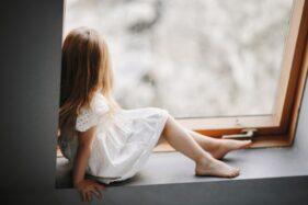 Ilustrasi anak kesepian. (freepik)