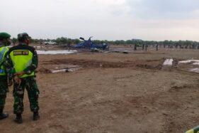 Aparat TNI memantau lokasi jatuhnya Helikopter Mi17 TNI AD di Kawasan Industri Kendal (KIK), Sabtu (6/6/2020). (Solopos-Imam Yuda Saputra)