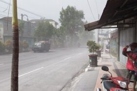 Hujan Abu Erupsi Merapi Guyur 39 Desa di Magelang