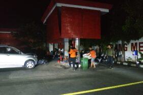 Kondisi mesin pompa di SPBU Jl Bhayangkara, Laweyan, Solo, yang ditabrak mobil, Senin (22/6/2020) malam. (Solopos/Ichsan Kholif Rahman)