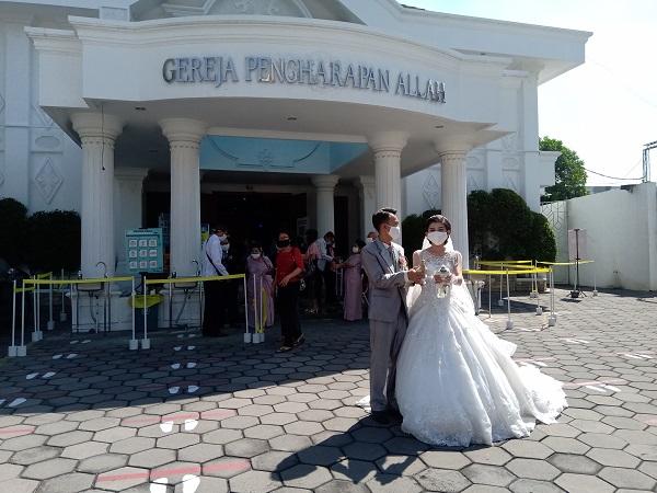 Perdana Pakai Protokol Kesehatan, Begini Jalannya Pemberkatan Nikah di Gereja PAI Solo