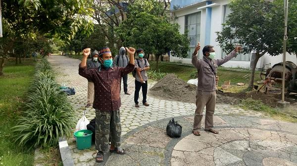 Lima warga Sragen yang sembuh dari Covid-19 dibolehkan pulang setelah menjalani karantina di kompleks Technopark Ganesha Sukowati Sragen, Minggu (28/6/2020). (Solopos/Moh Khodiq Duhri)