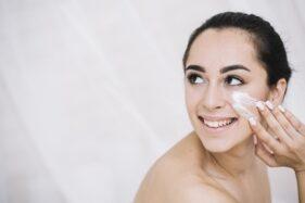 Ilustrasi perawatan wajah. (Freepik)