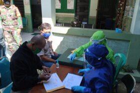 Beberapa tenaga kesehatan melayani warga yang menjalani rapid test di Klinik Pratama Kartika 24 Boyolali, Kamis (4/6/2020). (Solopos/Bayu Jatmiko Adi)