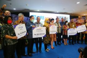 Simbolis penjaminan kredit sejumlah bank, termasuk Bank bjb di Jakarta, Selasa (7/7/2020). (Istimewa/Bank bjb)