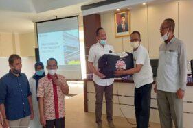 DPRD Jateng Serahkan Jogo Tonggo Kit ke 177 Desa di Karanganyar