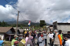 Gubernur Jawa Tengah, Ganjar Pranowo, menyapa warga di Desa Tlogolele, Kecamatan Selo, Boyolali, Rabu (8/7/2020). (Solopos/Bayu Jatmiko Adi)
