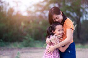 Ilustrasi anak dan orang tua (Freepik)