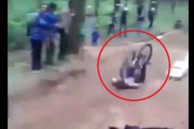 Viral camat Banyuwangi terjatuh saat bersepeda. (Istimewa)