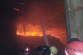 Kebakaran terjadi di pabrik tekstil PT Bintang Asahi Textil Industri, Purwosuman, Kecamatan Sidoharjo, Sragen, Kamis (16/7/2020). (Istimewa/BPBD Sragen)